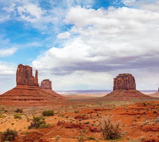 monument-valley-tribal-park-in-the-arizona-utah-border-usa.jpg
